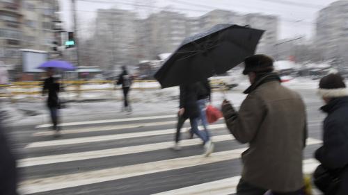 Ploi, lapoviţă şi ninsoare în sudul şi sud-estul ţării, inclusiv în Bucureşti, sâmbătă şi duminică