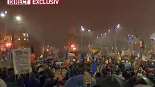 UPDATE - Câteva mii de protestatari au blocat Piața Universității