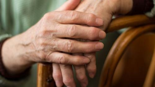 Neglijarea afecţiunilor reumatice poate duce la apariţia altor boli. Află ce riști dacă nu tratezi reumatismul