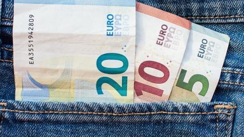 Bancnotele, un instrument financiar pe cale de disparitie!