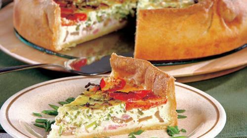 Rețeta zilei: Tartă cu pui și brânzeturi