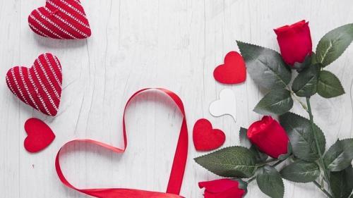 Horoscop, 21 februarie: Pe unii, dragostea îi arde la buzunar
