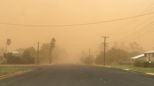 O furtună de nisip a acoperit un oraş din Australia cu un strat fin de praf portocaliu