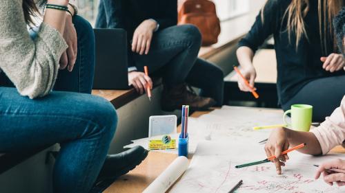 Universitatea Transilvania le face cursuri de marketing digital studenților de la Comunicare