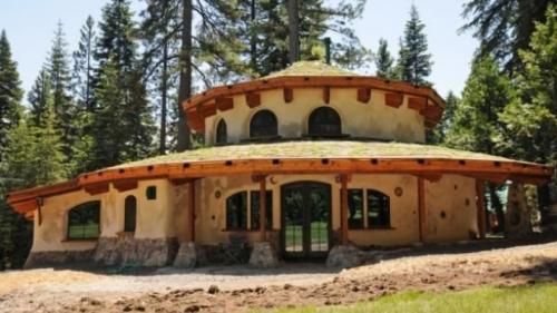 Conceptul revoluţionar al casei naturale, ieftine şi sănătoase, pe care oricine şi-o poate permite