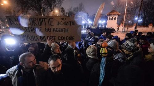 Proteste în Piaţa Victoriei, după decizia de a cere revocarea procurorului-şef al DNA
