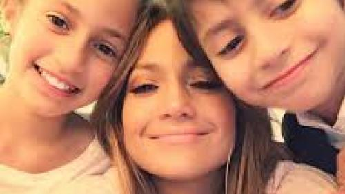 Jennifer Lopez le-a urat ''La mulţi ani'' pe Instagram gemenilor săi care au împlinit 10 ani