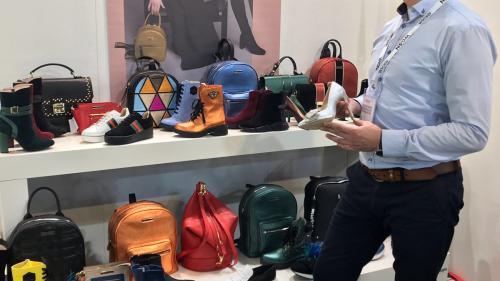Pantofii și gențile create de designerul Eugeniu Garkoniță, admirate la Milano