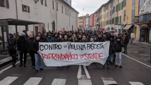 Italia: Serie de manifestaţii antifasciste sau ale extremei-drepte