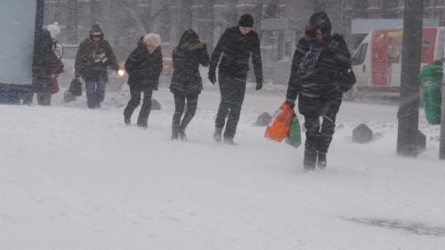 Cod portocaliu de ninsori şi viscol în 12 judeţe din sudul ţării, inclusiv în Capitală, până marţi