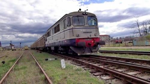 Mașină acroșată de tren, la o trecere la nivel