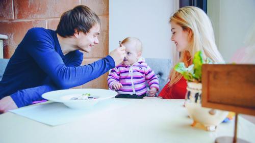 Ce trebuie să mănânce un copil în primii trei ani de viață