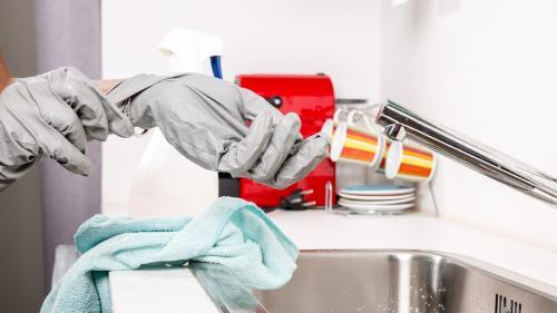Curățenia de primăvară se apropie!  Uită de soluții și de cârpe, acesta este trucul ce te scoate din bucluc!