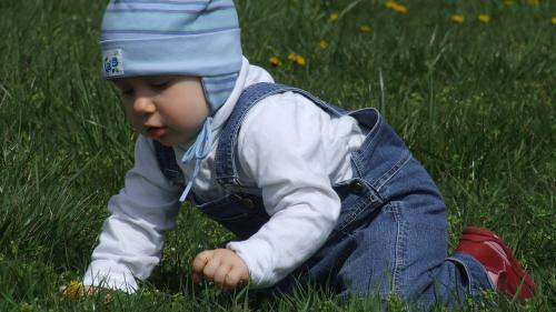Nume INTERZISE în România pentru copilul tău. De ce nu au voie părinții să-i boteze astfel pe cei mici