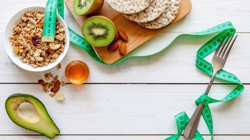 """Diete sănătoase în trend: Dieta """"Mănâncă - Oprește-te - Mănâncă"""""""
