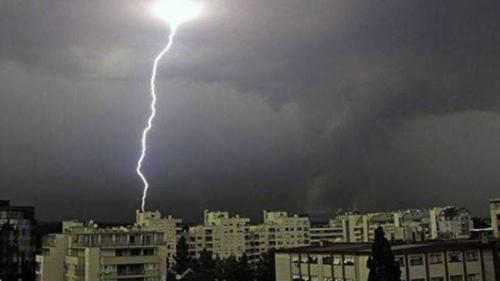 Anunţ de ultimă oră de la meteorologi! O furtună cu fulgere şi ploi puternice va lovi patru judeţe