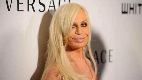 Donatella Versace renunţa la blana animală pentru creatiile sale!