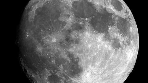 NASA face planuri pentru amplasarea unei staţii spaţiale pe orbita Lunii