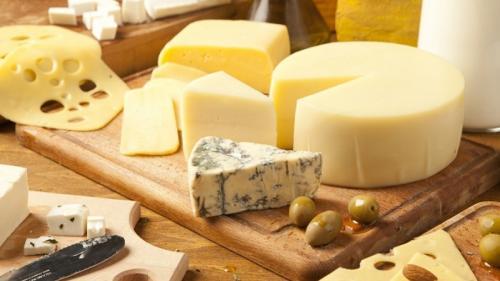 """5 """"defecte"""" majore ale brânzeturilor. De ce trebuie consumate cu moderație"""