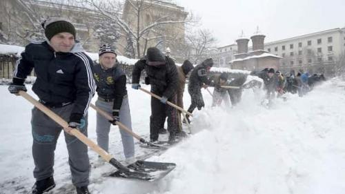 ANM anunţă revenirea ninsorilor în toată țara