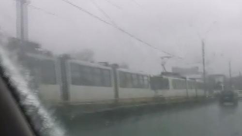 Circulaţia tramvaielor 41, blocată duminică, din cauza depunerii de gheaţă