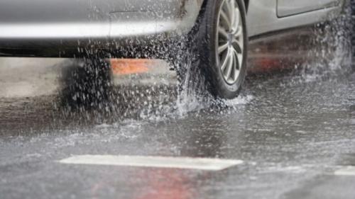 Cum să rămâi în siguranța la volan pe timp de ploaie