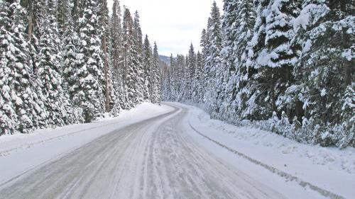 Lapoviță, ninsoare și vânt puternic până marți seara, la nivelul întregii țări