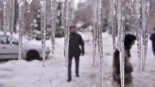 Prognoza METEO pentru perioada 18 - 21 martie 2018. Vremea se răceşte accentuat în Bucureşti; ploaie cu depunere de polei, lapoviţă şi ninsoare