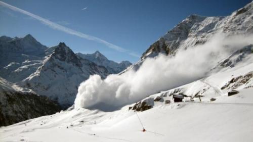 Alertă la Sibiu! Risc mare de avalanşă şi zăpadă de doi metri jumătate la Bâlea Lac