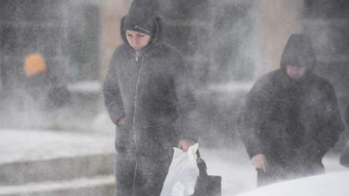 Vreme severă în Bucureşti. Vor fi trei zile de ger, ninsori şi polei.