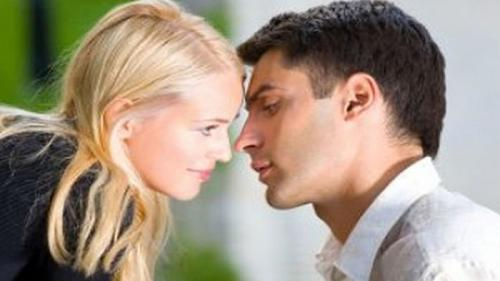 Ce infecții se pot transmite prin sărut. N-o să-ți vină să crezi ce riști!