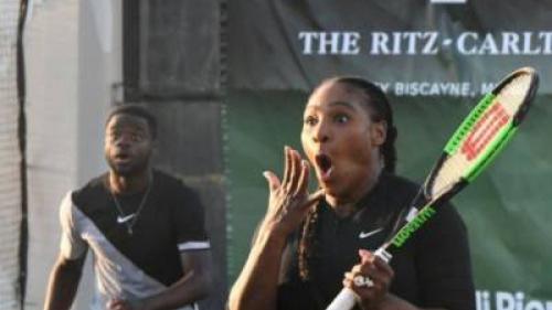 Simona, lovită în plin de Serena Williams, în timpul unui meci caritabil
