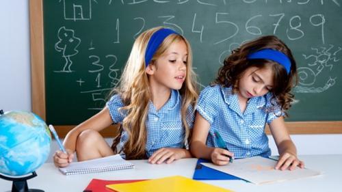 Elevii şi preşcolarii se întorc miercuri la cursuri