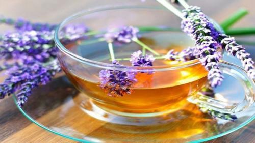 Tratamente naturiste. 4 ceaiuri naturale care combat stresul