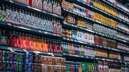 Băuturile îndulcite cu zahăr ar putea să fie suprataxate și în România