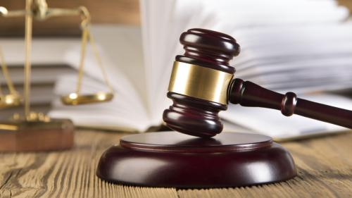Un adolescent britanic a fost condamnat la doi ani de detenţie pentru că a piratat contul unui ex-şef al CIA