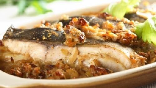 Crap sălbatic de Dunăre gătit după gustul pescarilor (rețeta Corneliei Ghișoi, Lady Chef a României)