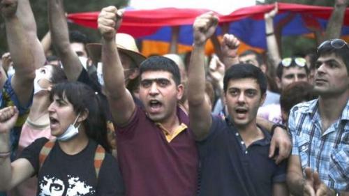 Zeci de persoane arestate la Erevan în cea de-a zecea zi de proteste în Armenia
