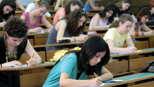 MEN: În baza autonomiei universitare, realocarea locurilor bugetate este legală