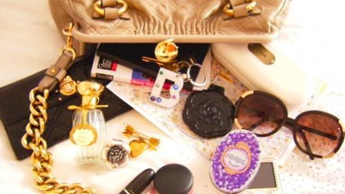 Top 10 lucruri pe care o femeie trebuie sa le aiba intotdeauna in geanta