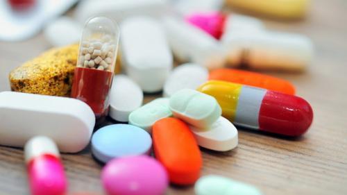 Românii, nemulţumiţi de preţul pilulelor