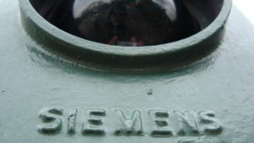 Siemens obligă mii de muncitori să plece in vacanţă