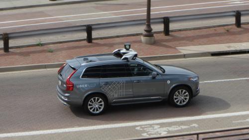 O maşină Uber, aflată pe pilot automat, a detectat un pieton care traversa, însă nu a oprit