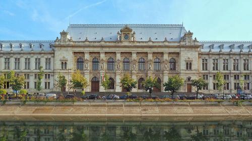 Protest al magistraţilor la Palatul de Justiţie pe tema codurilor penale şi legilor justiţiei
