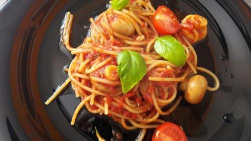 Reţeta zilei: Spaghete cu rosii, ciuperci si busuioc