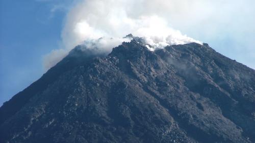 Vulcanul Merapi, din Indonezia, pune autoritatile pe jar!