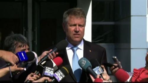 Bărbatul care a strigat către preşedintele Iohannis a fost amendat pentru tulburarea liniştii publice