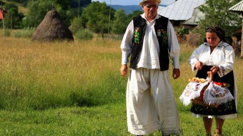 Tradiții și obiceiuri românești de Rusalii și Moșii de Vară