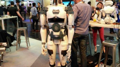Un sculptor francez a creat un robot în mărime naturală, realizat cu ajutorul unor imprimante 3D accesibile
