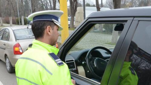 Polițiștii rutieri au reținut vineri peste 500 de permise de conducere